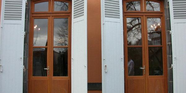 Fabrication et pose de portes-fenêtres bois